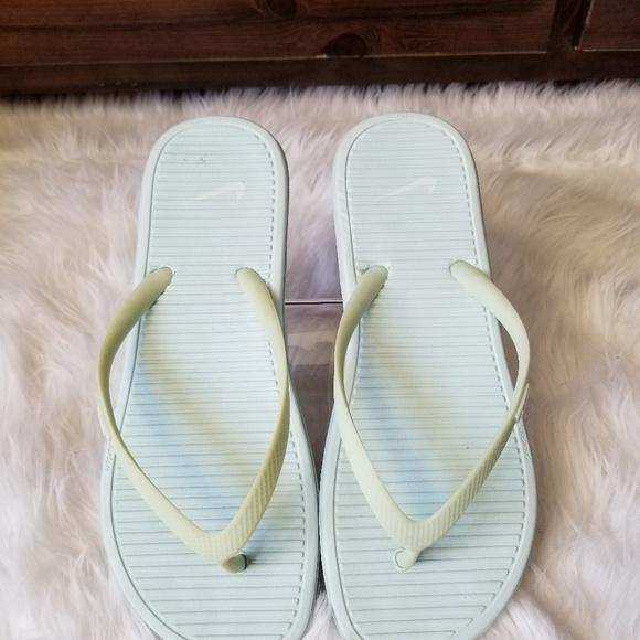 4ae509fe07725f 🆕️Ladies Nike Flip Flops